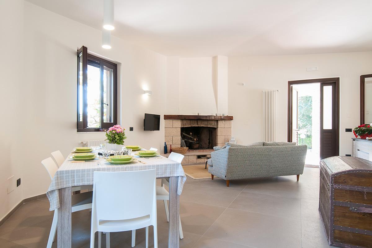 Cheznous accommodationschez antoinette villa in puglia for Sala pranzo 12 mq